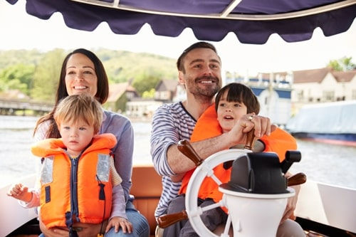 Family-Enjoying-Day-Out-In-Boat